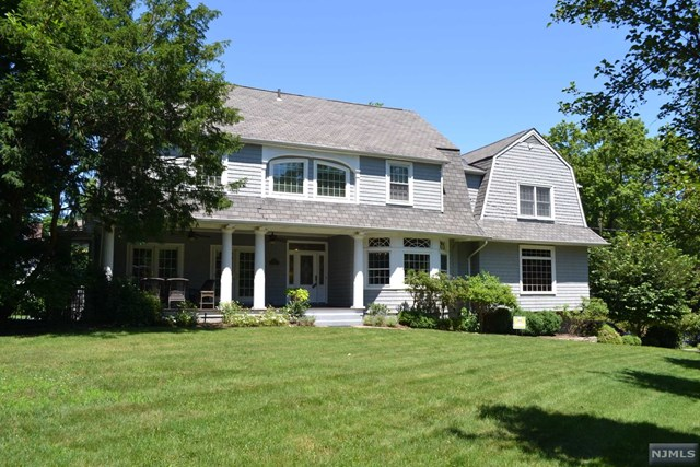 Single Family Home for Sale at 8 Bryant Place Westwood, New Jersey 07675 United States