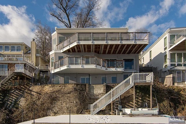 Single Family Home for Sale at 19 Shore Road 19 Shore Road Edgewater, New Jersey 07020 United States