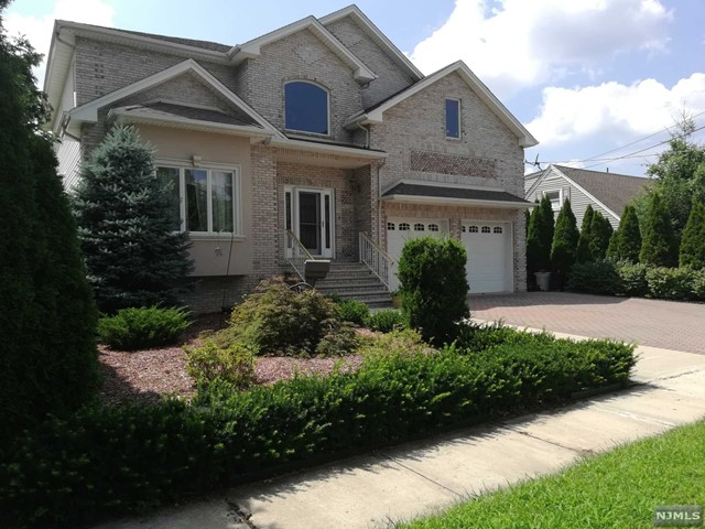 Single Family Home for Sale at 5 Scheele Place 5 Scheele Place Saddle Brook, New Jersey 07663 United States