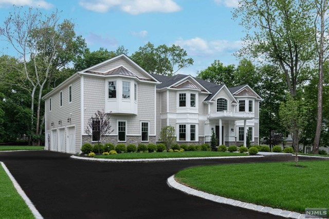Single Family Home for Sale at 37 Elizabeth Terrace Upper Saddle River, New Jersey 07458 United States