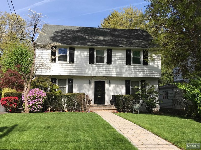 Single Family Home for Sale at 1346 Sussex Road 1346 Sussex Road Teaneck, New Jersey 07666 United States