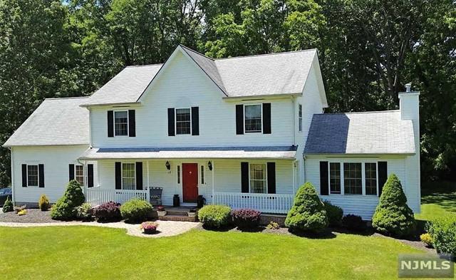 Single Family Home for Sale at 17 Oak Lane Road 17 Oak Lane Road Knowlton, New Jersey 07832 United States