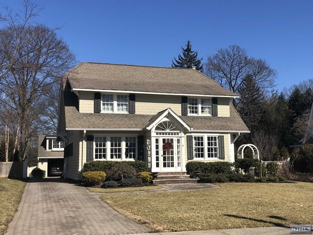 Single Family Home for Sale at 55 Sherwood Road 55 Sherwood Road Ridgewood, New Jersey 07450 United States