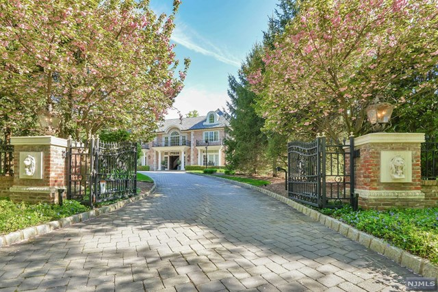 Single Family Home for Sale at 11 East Denison Drive 11 East Denison Drive Saddle River, New Jersey 07458 United States