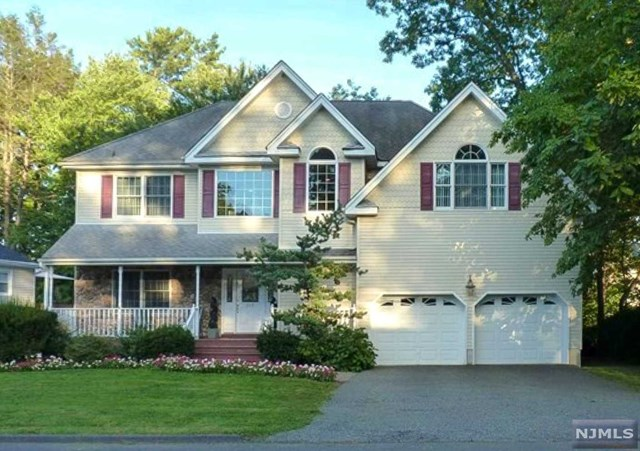Single Family Home for Sale at 318 Scharer Avenue 318 Scharer Avenue Northvale, New Jersey 07647 United States