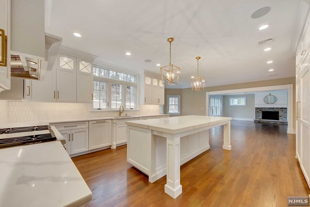 Single Family Home for Sale at 21 North Saddle Brook Drive Ho Ho Kus, New Jersey 07423 United States