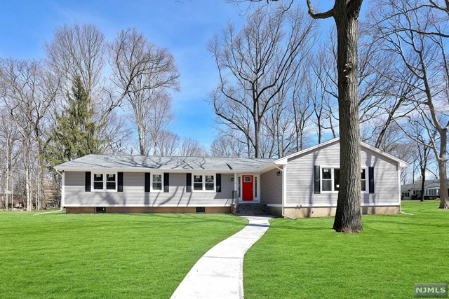 Single Family Home for Sale at 6 Anderson Court Woodcliff Lake, New Jersey 07677 United States