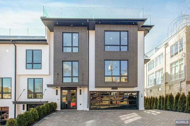 Condo / Townhouse for Sale at None, 18 Casta Lane 18 Casta Lane Edgewater, New Jersey 07020 United States