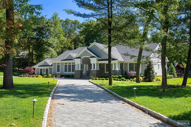 Single Family Home for Sale at 343 Long Bow Drive 343 Long Bow Drive Franklin Lakes, New Jersey 07417 United States