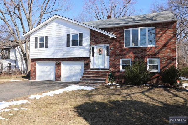 Single Family Home for Sale at 41 Ray Avenue 41 Ray Avenue Leonia, New Jersey 07605 United States