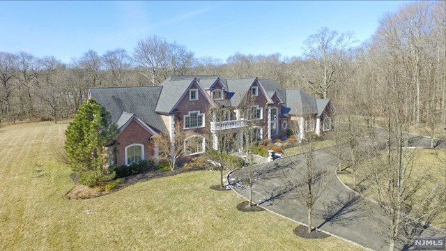 Single Family Home for Sale at 5 Willow Pond Road 5 Willow Pond Road Saddle River, New Jersey 07458 United States