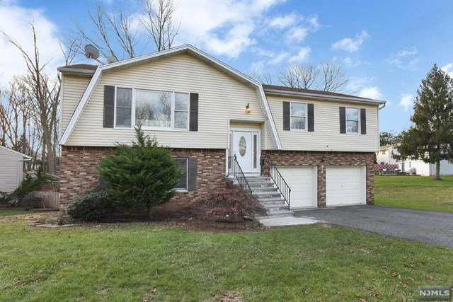Single Family Home for Sale at 314 Kastler Court 314 Kastler Court New Milford, New Jersey 07646 United States