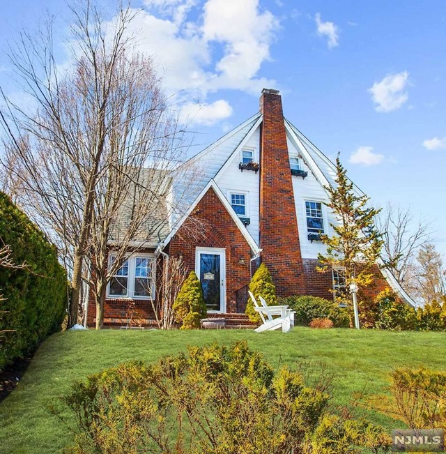 Single Family Home for Sale at 244 Bogert Avenue 244 Bogert Avenue Ridgewood, New Jersey 07450 United States