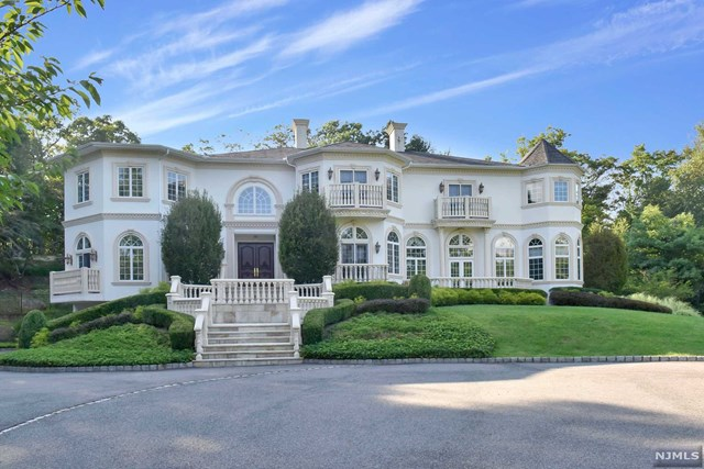 Single Family Home for Sale at 758 West Shore Drive Kinnelon, New Jersey 07405 United States