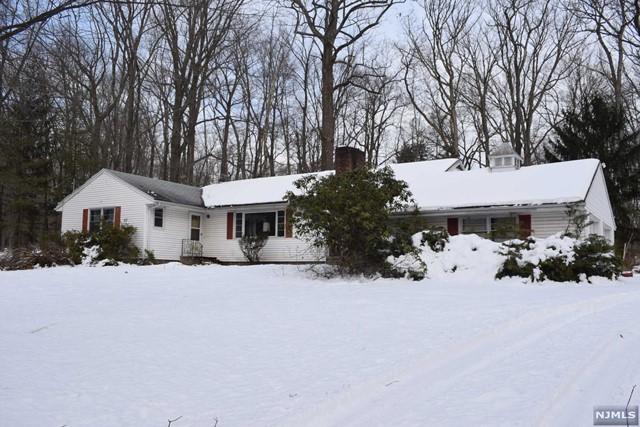 Single Family Home for Sale at 387 Campgaw Road 387 Campgaw Road Mahwah, New Jersey 07430 United States