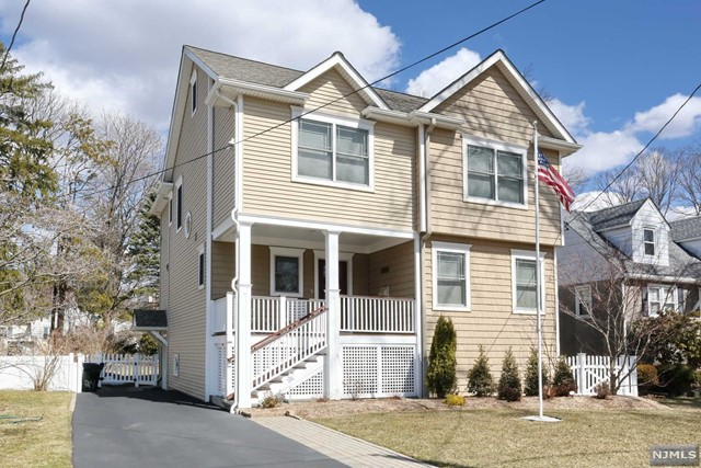 Single Family Home for Sale at 35 Highwood Avenue 35 Highwood Avenue Waldwick, New Jersey 07463 United States