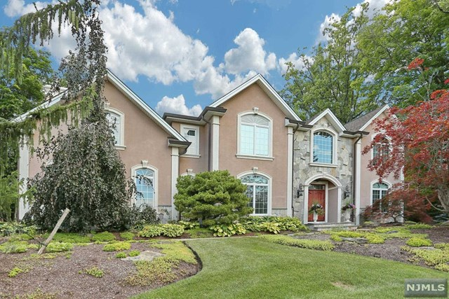 Single Family Home for Sale at 36 Birchwood Drive 36 Birchwood Drive Woodcliff Lake, New Jersey 07677 United States
