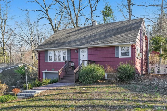 Single Family Home for Sale at 101 Ramapo Hills Boulevard 101 Ramapo Hills Boulevard Oakland, New Jersey 07436 United States
