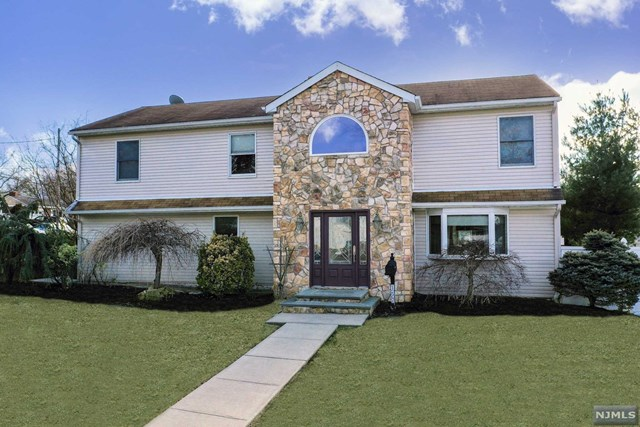 Single Family Home for Sale at 157 Lozier Terrace 157 Lozier Terrace River Edge, New Jersey 07661 United States