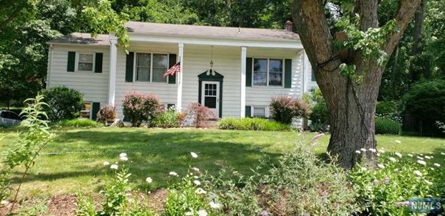 Single Family Home for Sale at 782 High Mountain Road North Haledon, New Jersey 07508 United States