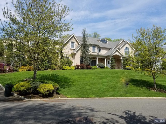 Single Family Home for Sale at 707 Alexander Court 707 Alexander Court River Vale, New Jersey 07675 United States