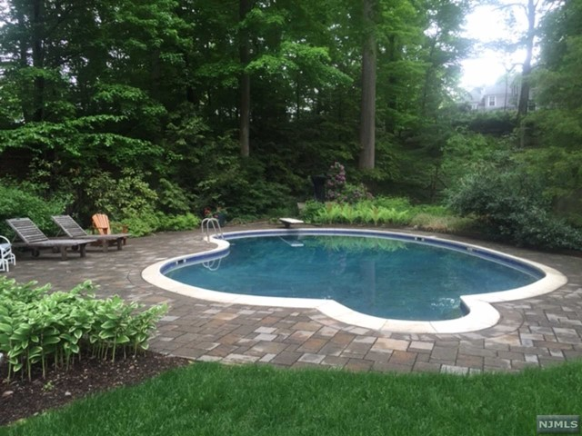 Single Family Home for Sale at 15 Oxbow Lane 15 Oxbow Lane Summit, New Jersey 07901 United States