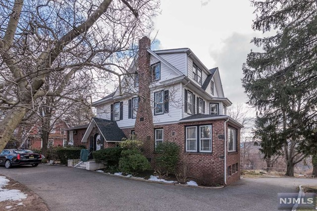 Single Family Home for Sale at 525 Teaneck Road 525 Teaneck Road Ridgefield Park, New Jersey 07660 United States