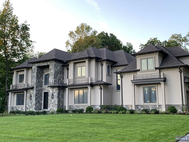Single Family Home for Sale at 38 Orchard Road 38 Orchard Road Demarest, New Jersey 07627 United States
