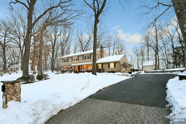 Single Family Home for Sale at 895 Hilltop Terrace 895 Hilltop Terrace Franklin Lakes, New Jersey 07417 United States
