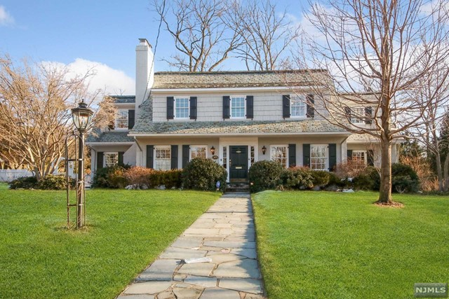 Single Family Home for Sale at 305 Gardner Road 305 Gardner Road Ridgewood, New Jersey 07450 United States