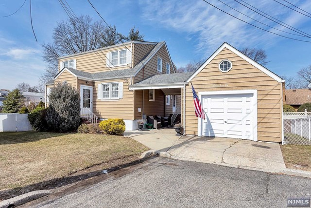 Single Family Home for Sale at 736 Louise Court 736 Louise Court Lyndhurst, New Jersey 07071 United States