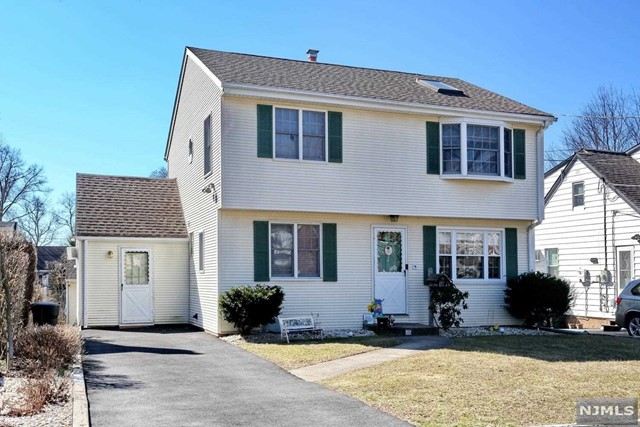 Single Family Home for Sale at 25 Sherwood Road 25 Sherwood Road Dumont, New Jersey 07628 United States