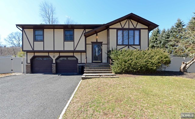 Single Family Home for Sale at 56 Kaufman Drive 56 Kaufman Drive Westwood, New Jersey 07675 United States