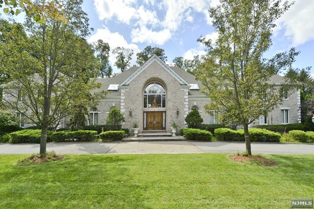 Single Family Home for Sale at 3 South Pond Road Saddle River, New Jersey 07458 United States