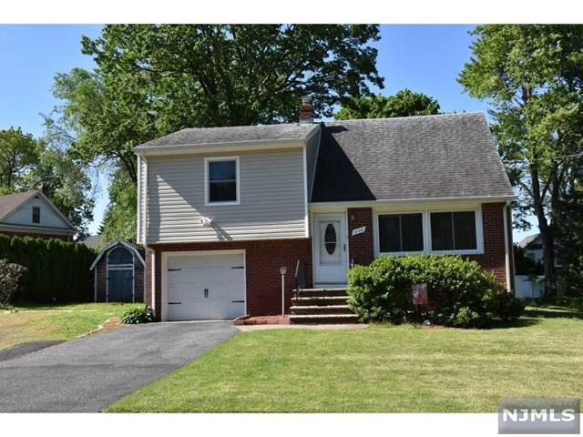 Single Family Home for Sale at 226 East Payne Avenue 226 East Payne Avenue Midland Park, New Jersey 07432 United States