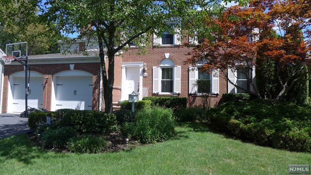 Single Family Home for Sale at 86 Eastbrook Drive 86 Eastbrook Drive River Edge, New Jersey 07661 United States