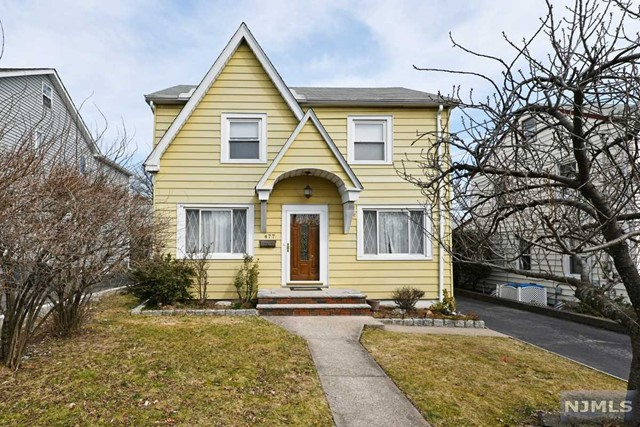 Single Family Home for Sale at 477 Windsor Road 477 Windsor Road Wood Ridge, New Jersey 07075 United States