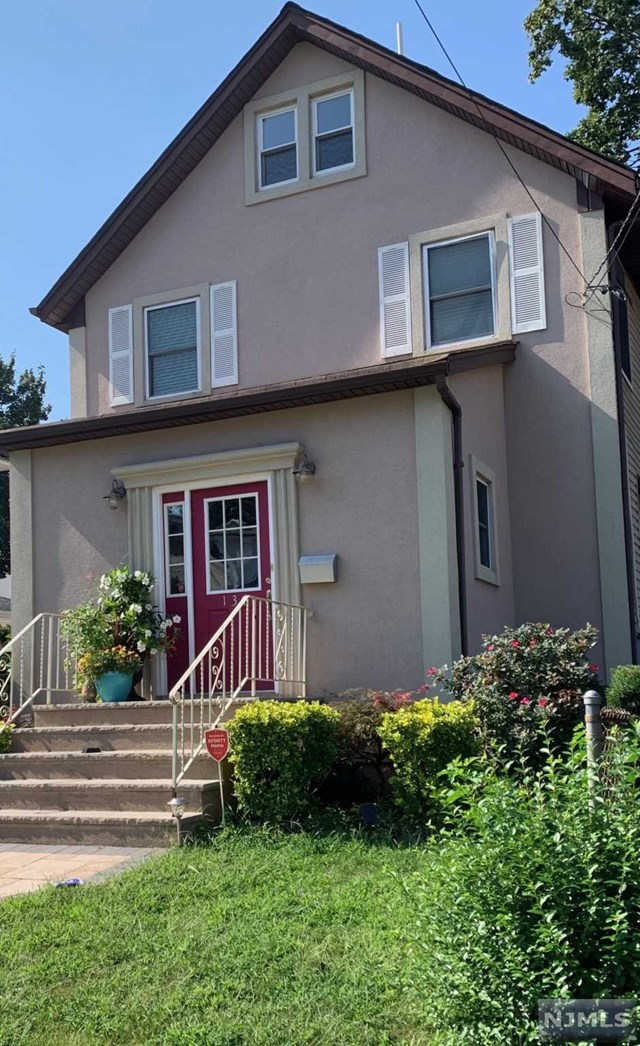 Single Family Home for Sale at 137 Hendel Avenue 137 Hendel Avenue North Arlington, New Jersey 07031 United States