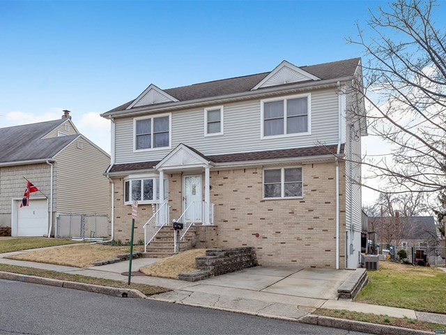 Single Family Home for Sale at 15 Veterans Place 15 Veterans Place North Arlington, New Jersey 07031 United States