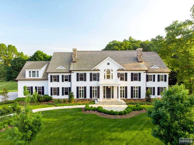 Single Family Home for Sale at 5 Mill Brook Lane Franklin Lakes, New Jersey 07417 United States