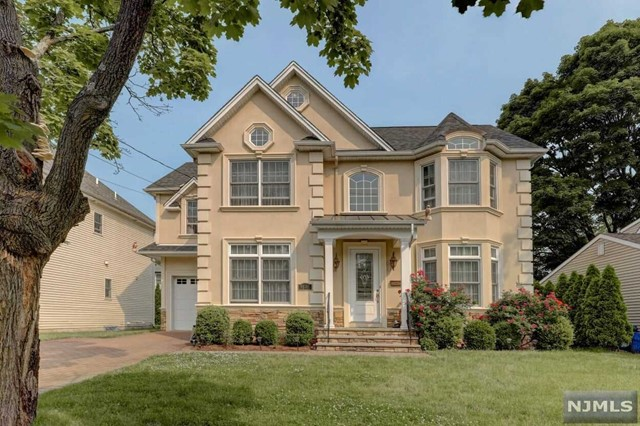 Single Family Home for Sale at 31-01 Heywood Avenue Fair Lawn, New Jersey 07410 United States