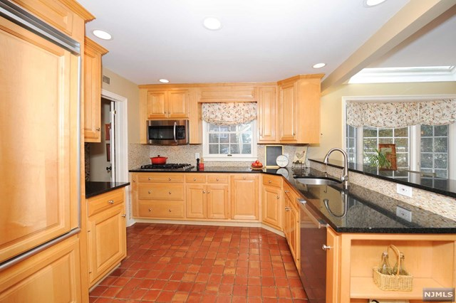 Additional photo for property listing at 314 Hamilton Road Ridgewood, New Jersey 07450 United States