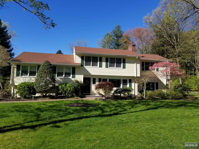 Single Family Home for Sale at 3 Colonial Court 3 Colonial Court Woodcliff Lake, New Jersey 07677 United States