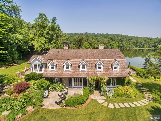 Single Family Home for Sale at 935 Loch Road Franklin Lakes, New Jersey 07417 United States