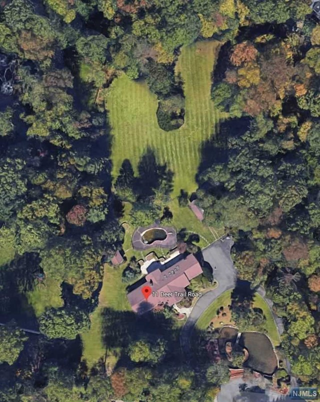Single Family Home for Sale at 11 Deertrail Road 11 Deertrail Road Saddle River, New Jersey 07458 United States