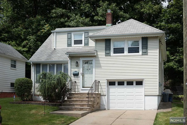 Single Family Home for Sale at 365 Edwards Terrace 365 Edwards Terrace Ridgefield, New Jersey 07657 United States