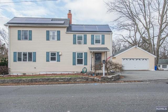 Single Family Home for Sale at 381 Black Oak Ridge Road 381 Black Oak Ridge Road Wayne, New Jersey 07470 United States