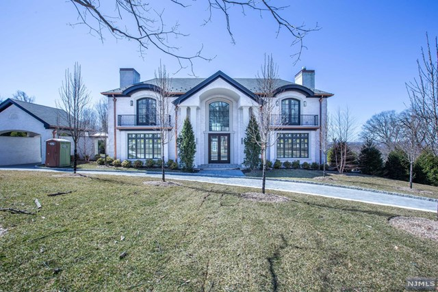 Single Family Home for Sale at 18 Buckingham Road 18 Buckingham Road Tenafly, New Jersey 07670 United States
