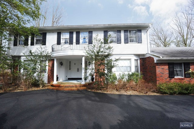 Single Family Home for Sale at 635 Dakota Trail Franklin Lakes, New Jersey 07417 United States