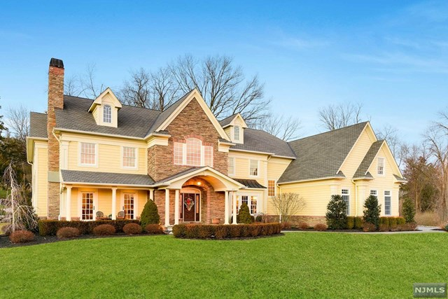 Single Family Home for Sale at 255 Glen Place 255 Glen Place Franklin Lakes, New Jersey 07417 United States